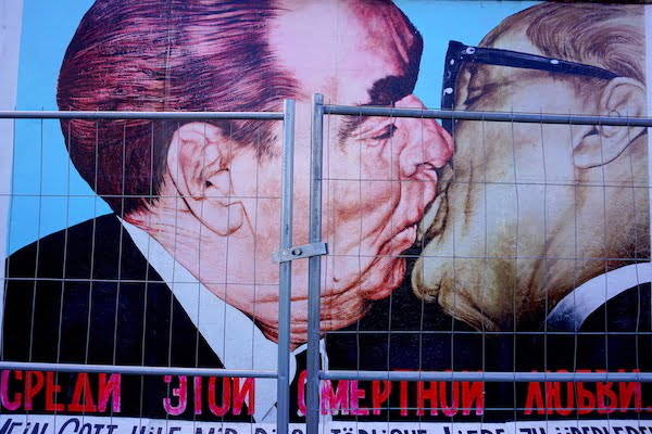 Fraternal Kiss Berlin wall