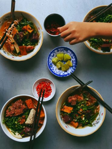 what to eat in Vietnam - Vietnamese street food