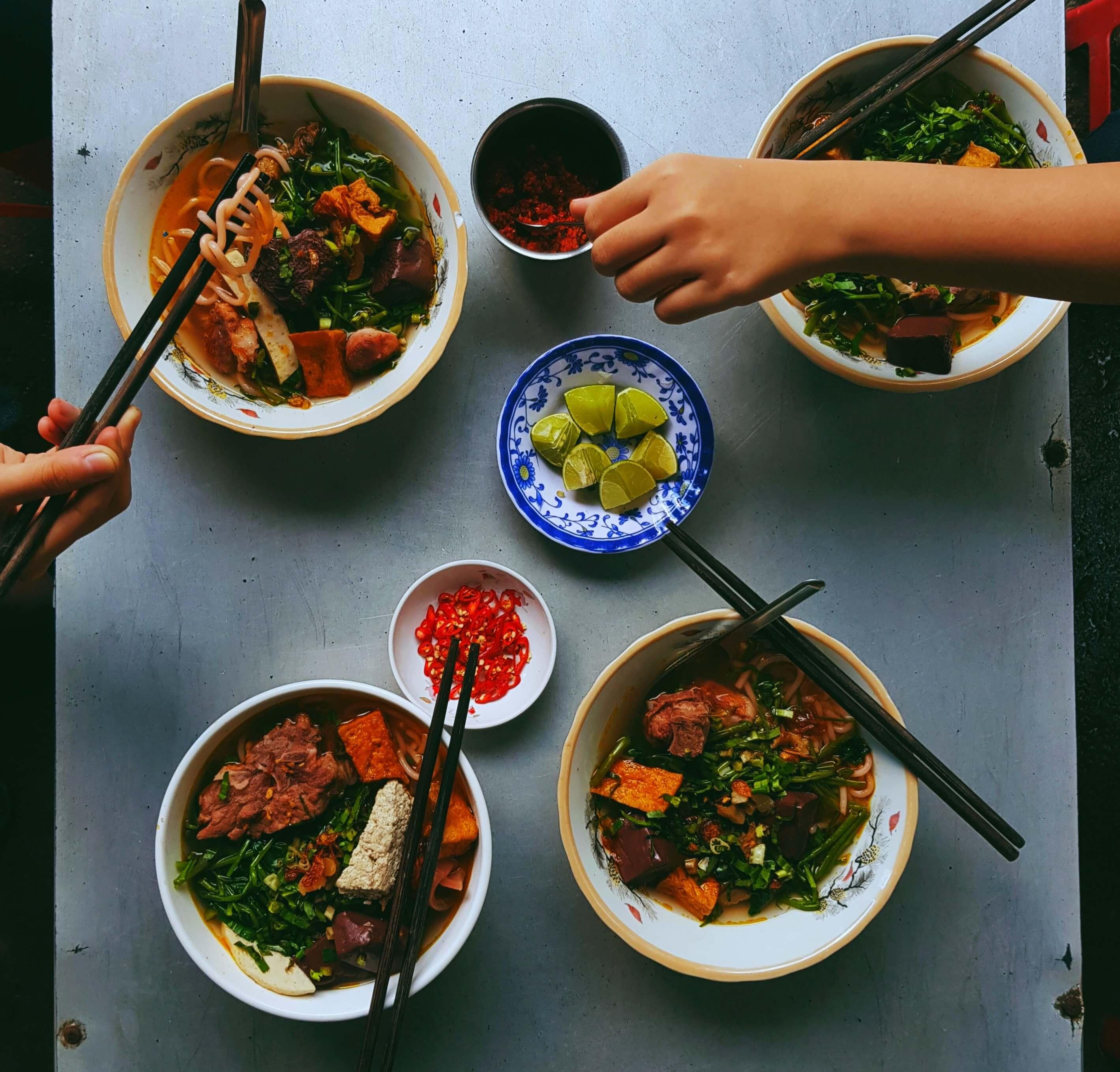best vietnamese street food - bun rieu