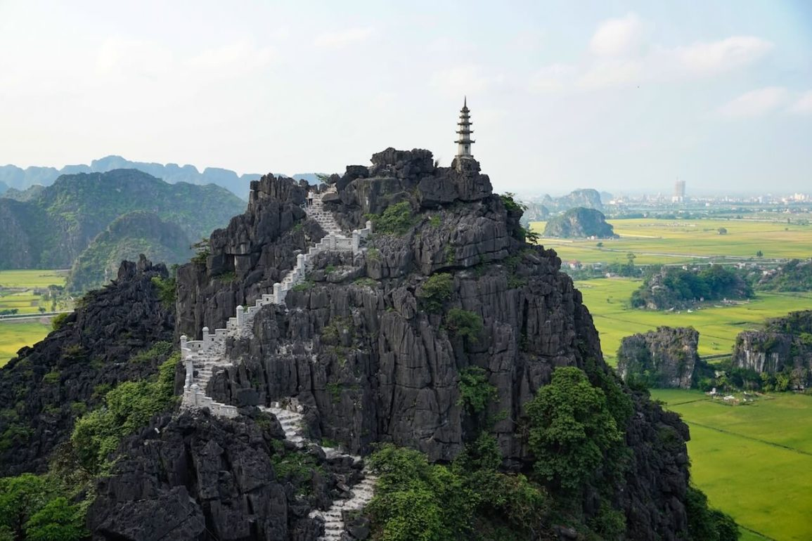 how to get from hanoi to ninh binh by train bus