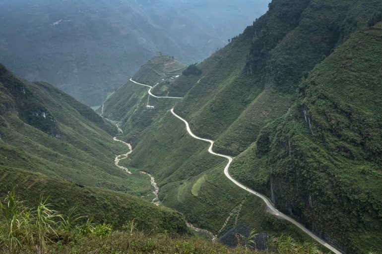 how to travel by bus from Hanoi to Ha Giang Vietnam