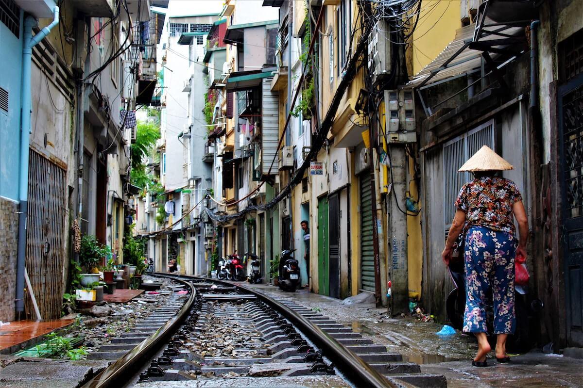 2-day Hanoi itinerary Hanoi train street