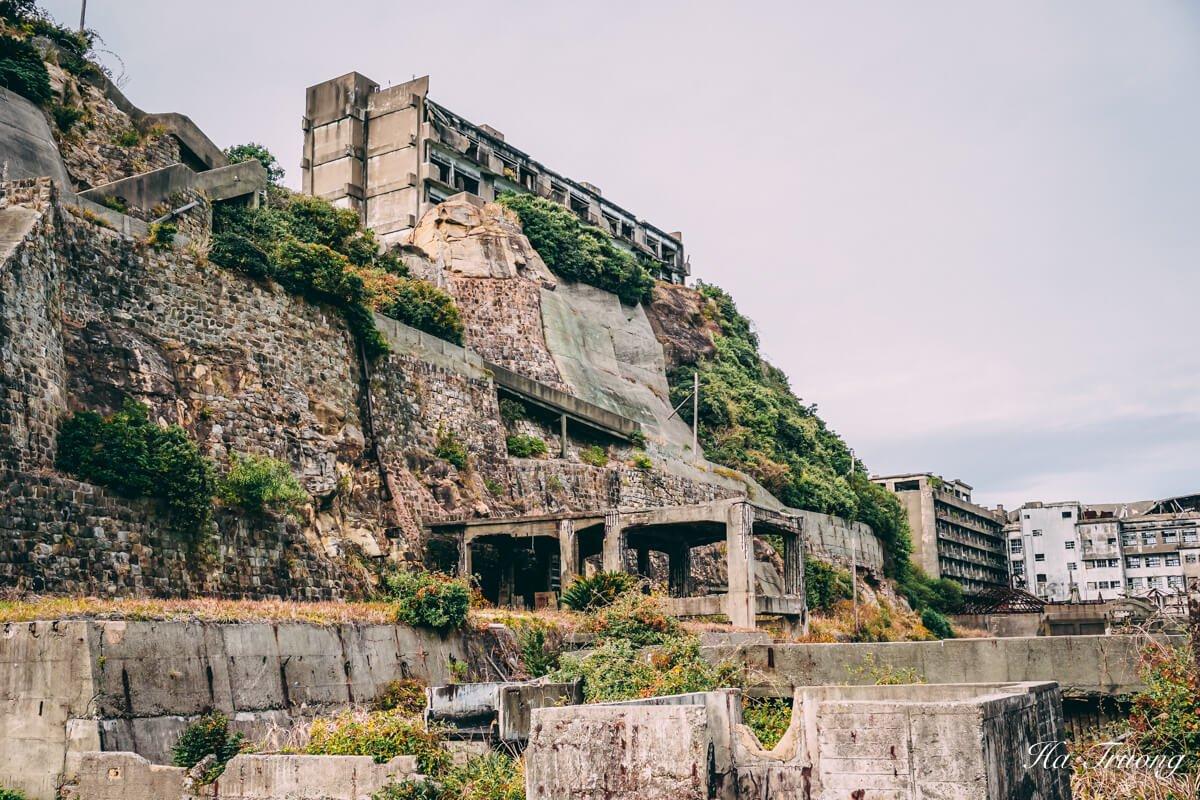 why was Gunkanjima island abandoned