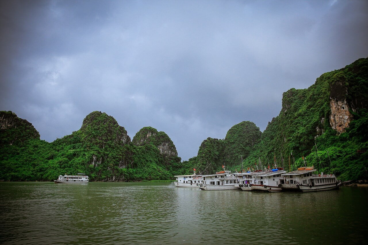 best things to do in Halong Bay cruise