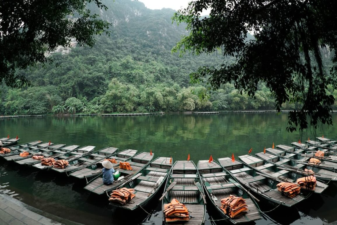 how to travel from Cat Ba to Ninh Binh by bus