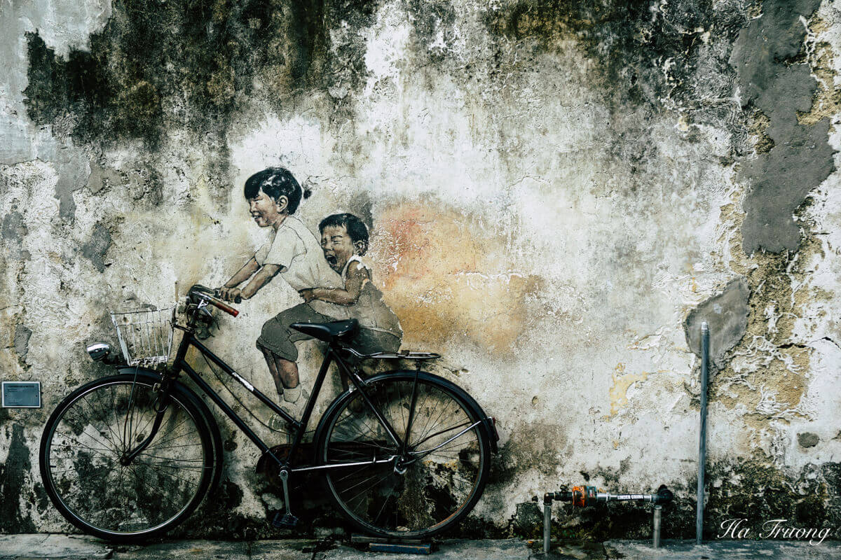 Penang street art by by Ernest Zacharevic - Little children on Bicycle