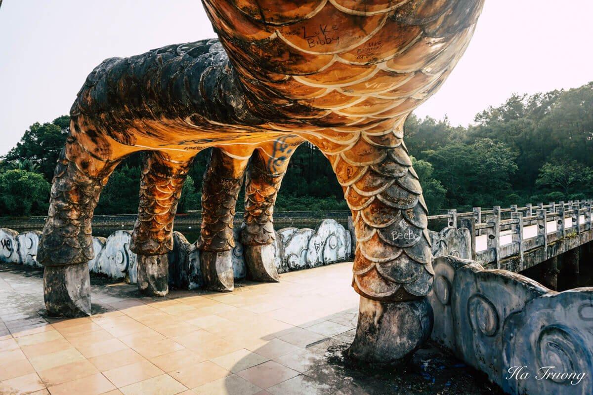 dragon feet Thuy Tien lake abandoned water park Hue Vietnam
