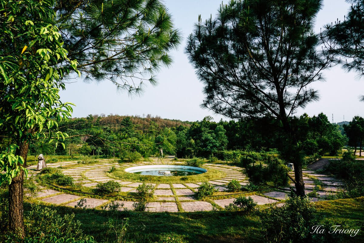 what to see at Thuy Tien lake abandoned water park Hue Vietnam