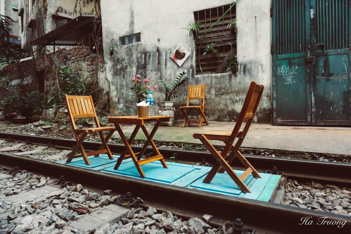 enjoy coffee at Hanoi train street