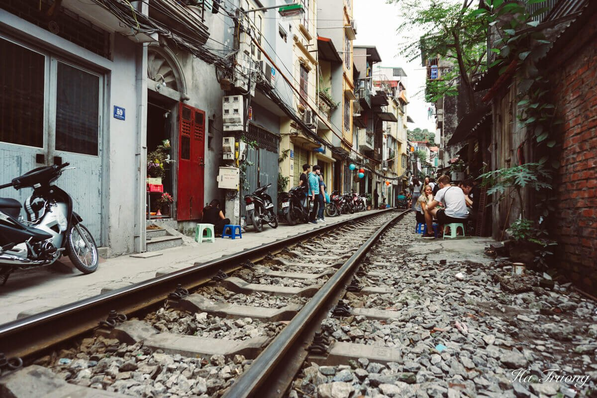 Hanoi train street schedule arrival time