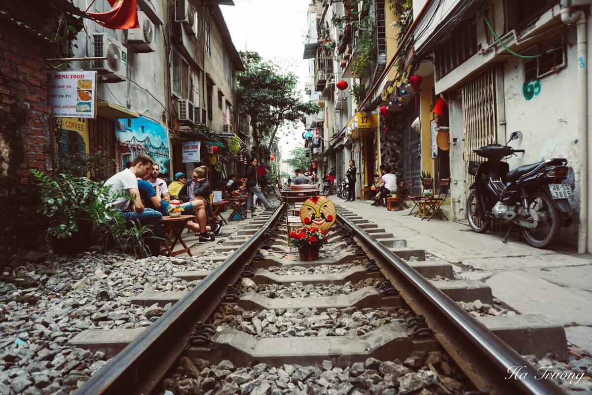 Hanoi train street history