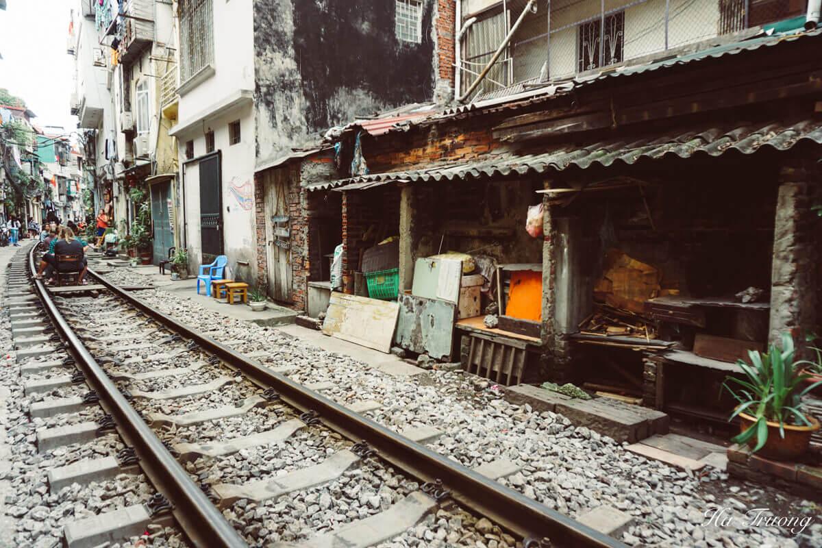 Hanoi train street architecture