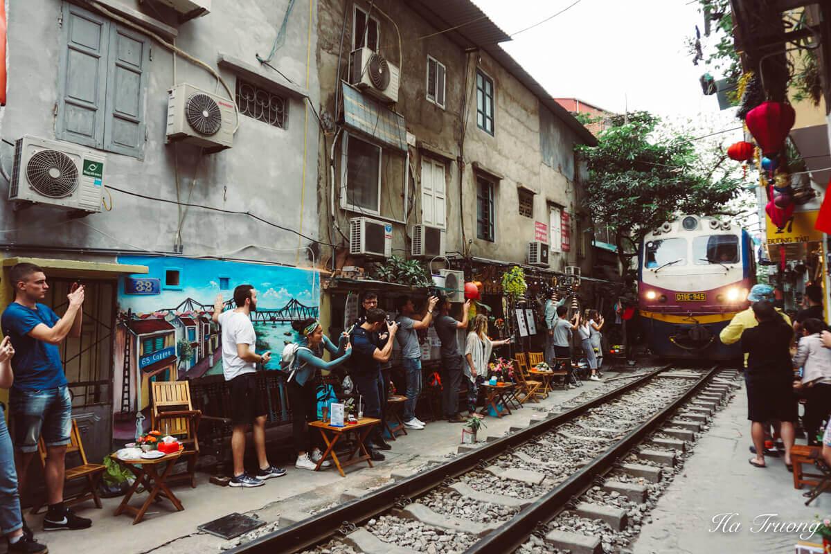 Hanoi train street arrival