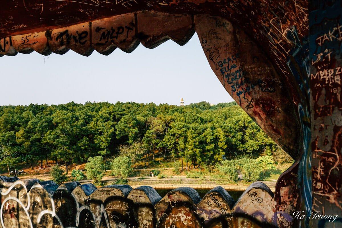 things to do at Thuy Tien lake abandoned park Hue