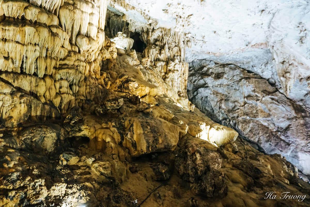 Paradise cave stalactites and stalagmites
