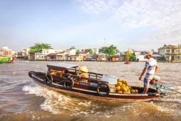 Cai Rang floating market Can Tho Vietnam travel guide