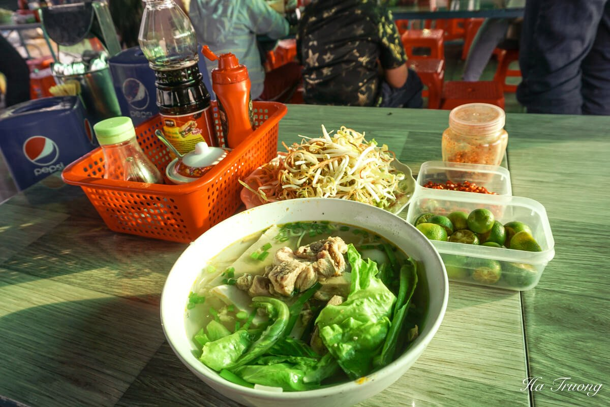 what to eat in Cai Rang floating market Can Tho