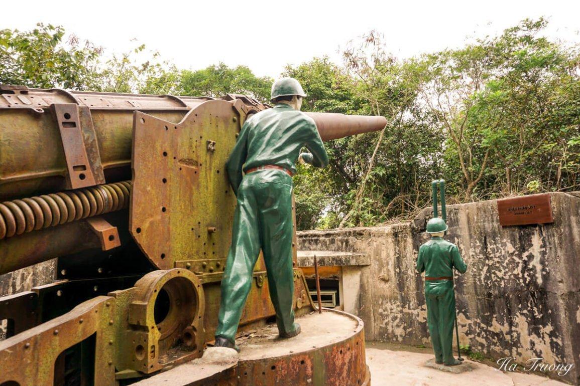 Cannon fort Cat Ba Vietnam guide