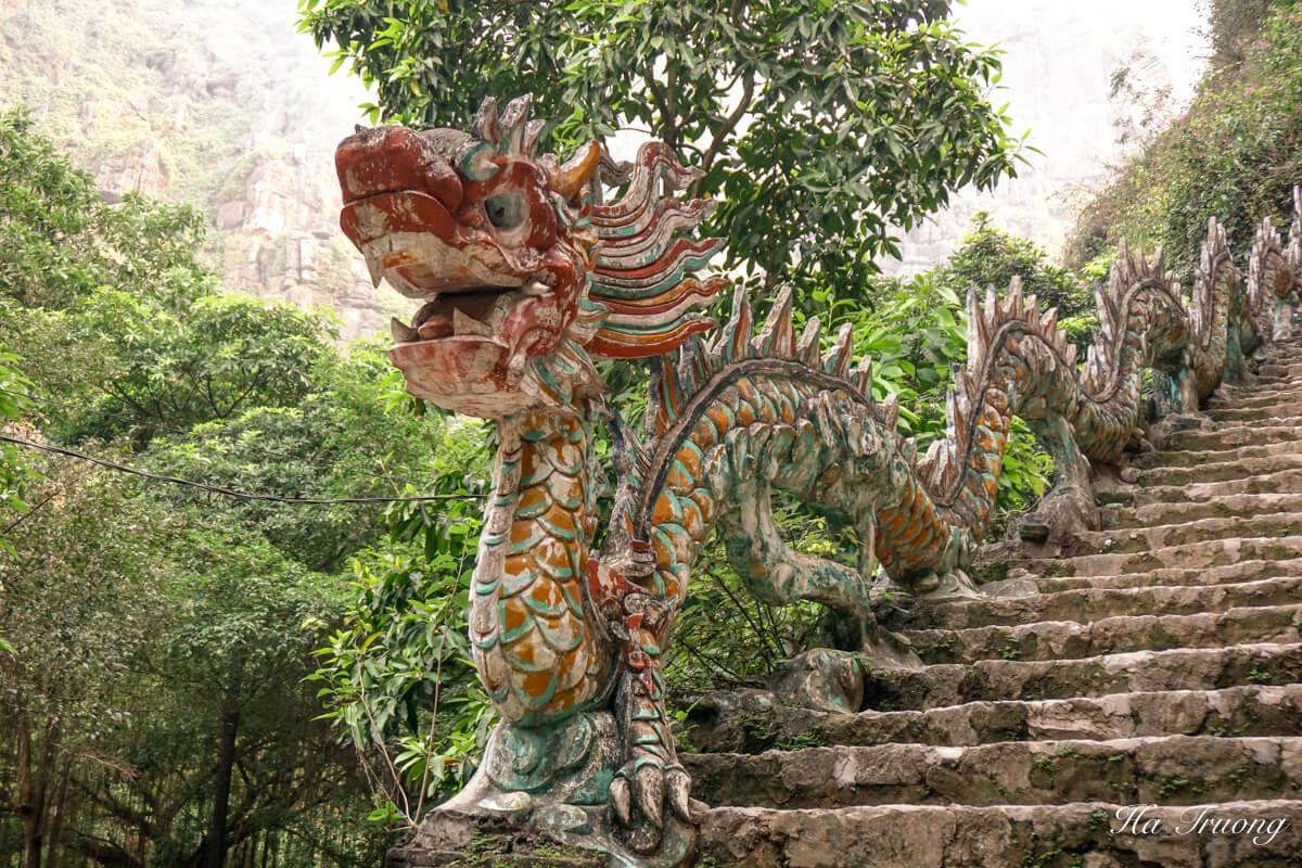 Mua Cave dragon decoration