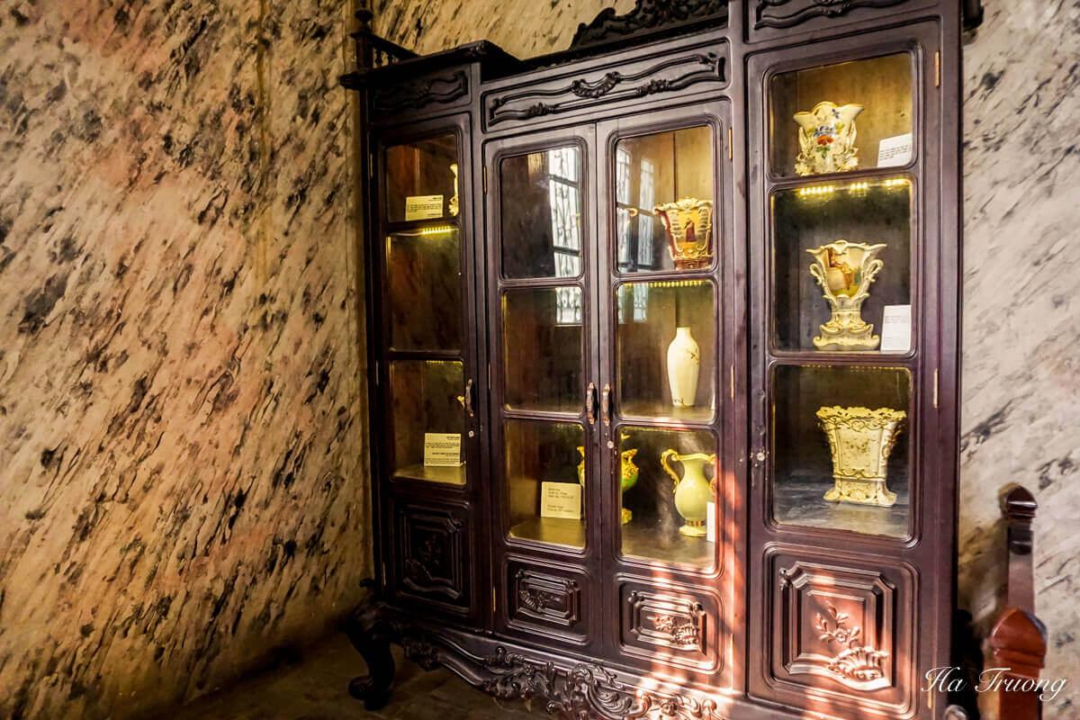 Khai Dinh tomb Vietnam items