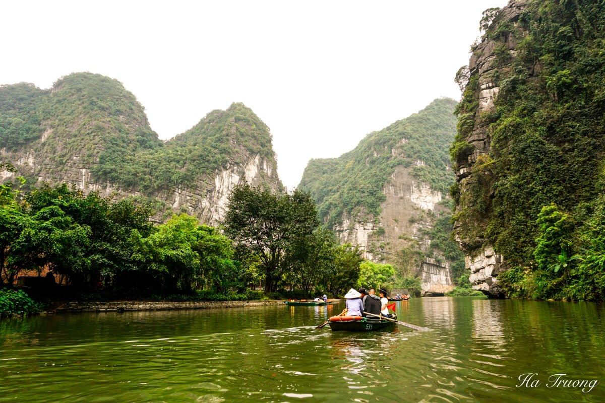 Trang An Ninh Binh Vietnam boat trip