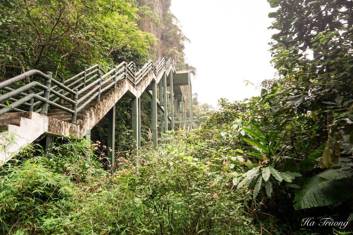 Trung Trang cave Vietnam bridge