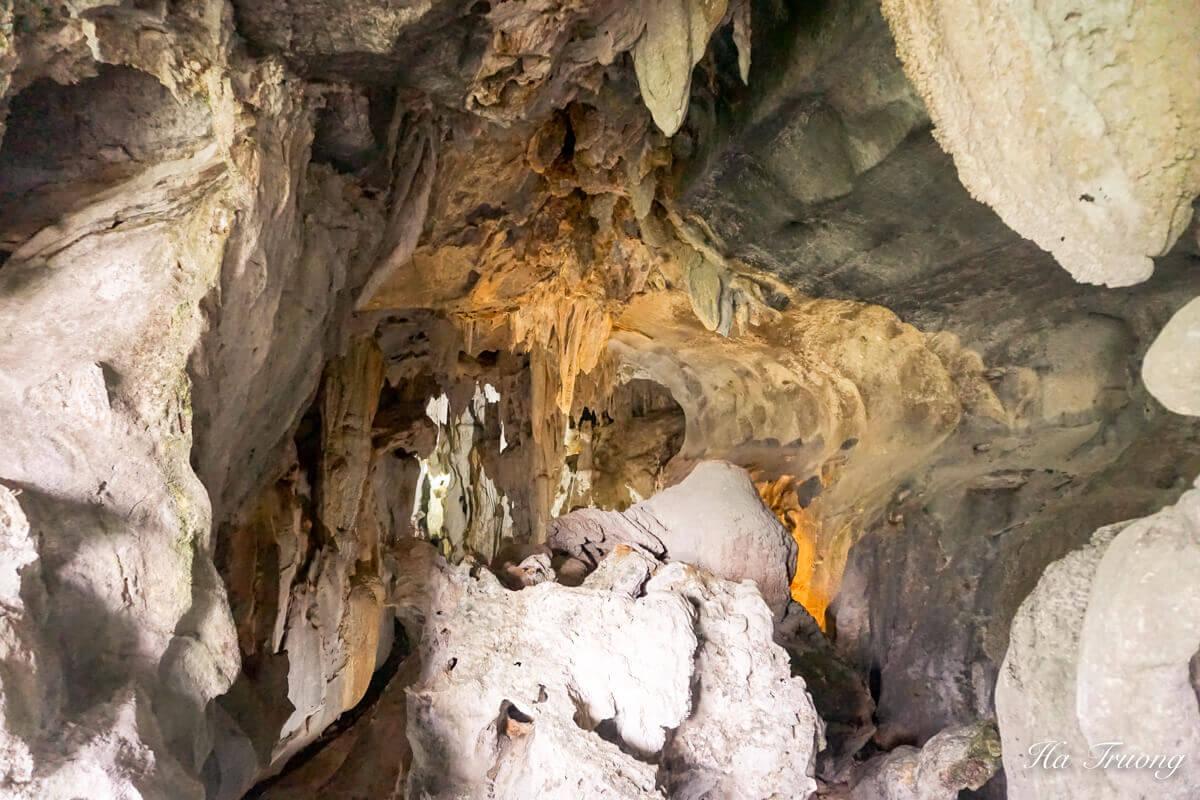 Trung Trang cave Vietnam entrance