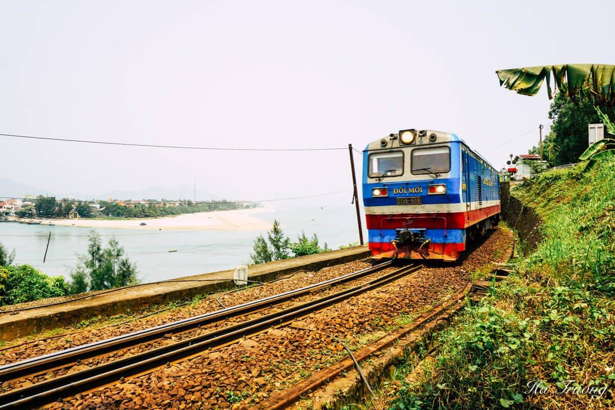 Vietnam train from Da Nang to Hue
