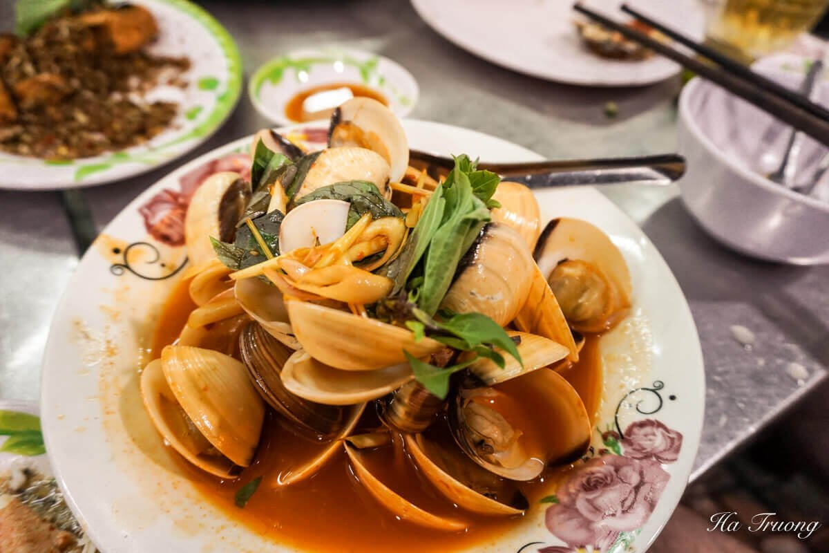 XO Foodie Tour Saigon Vietnam guide