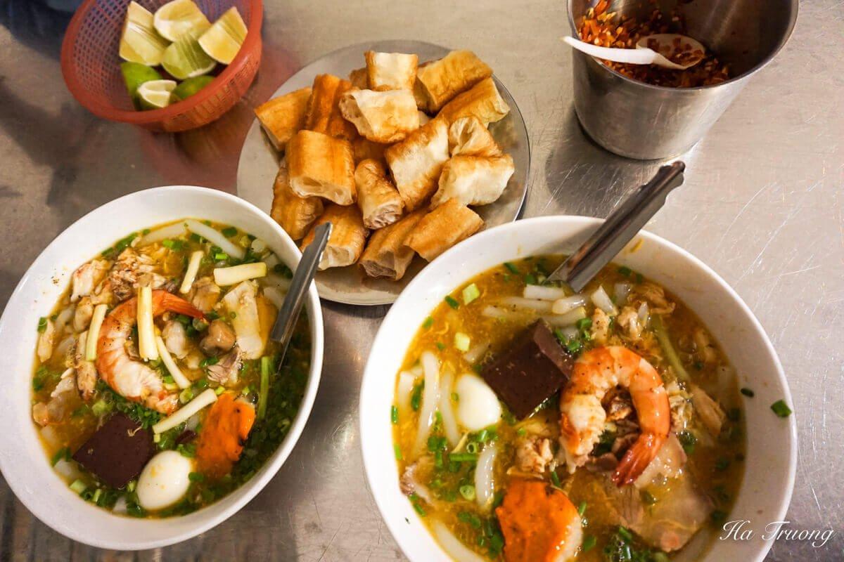 Banh canh cua street food in Saigon