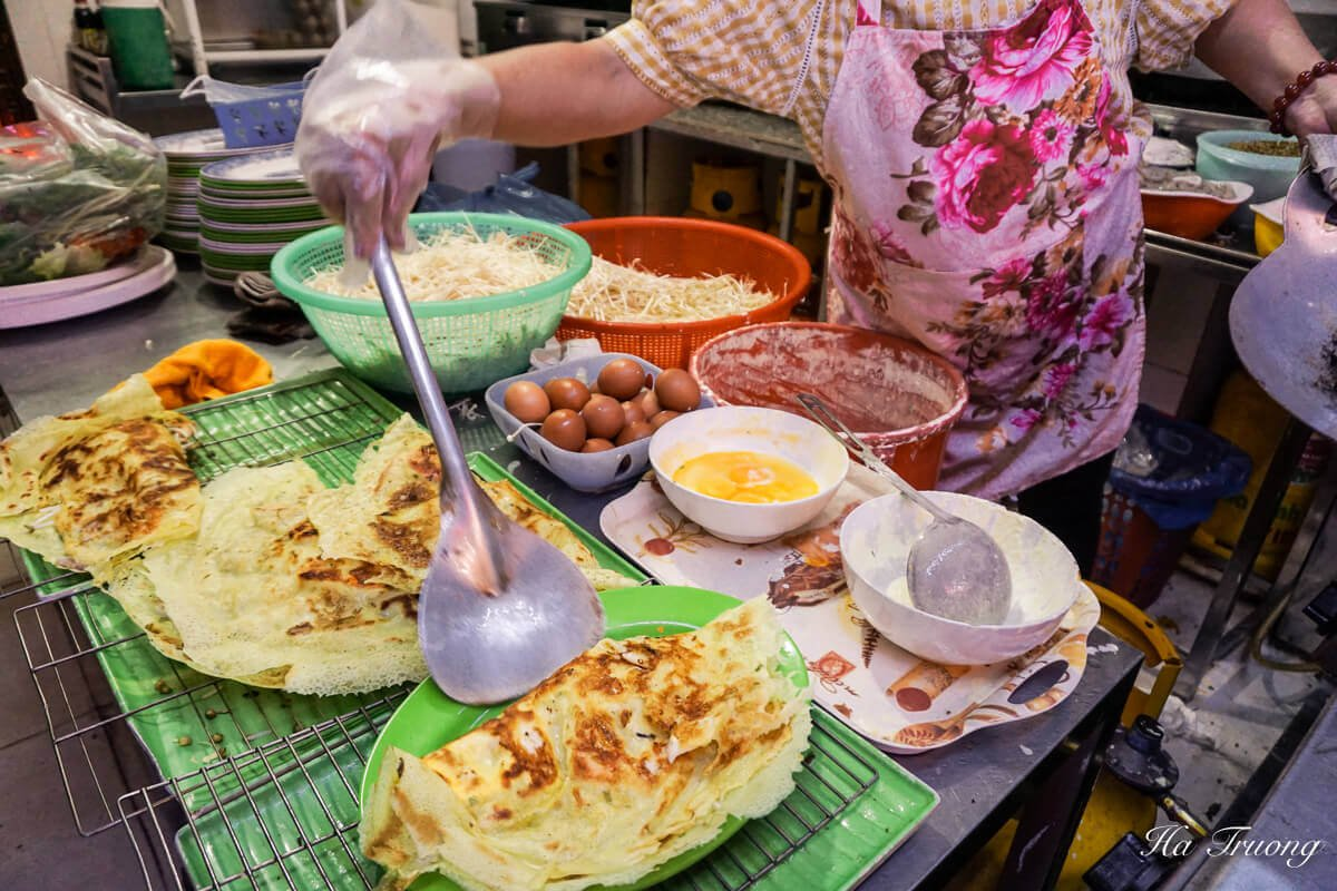 Banh xeo Vietnamese street food