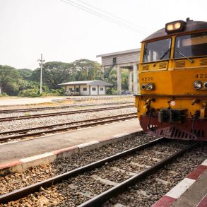 safety train travel tips