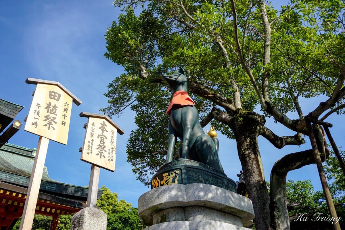 fox statue Kyoto shrine Japan