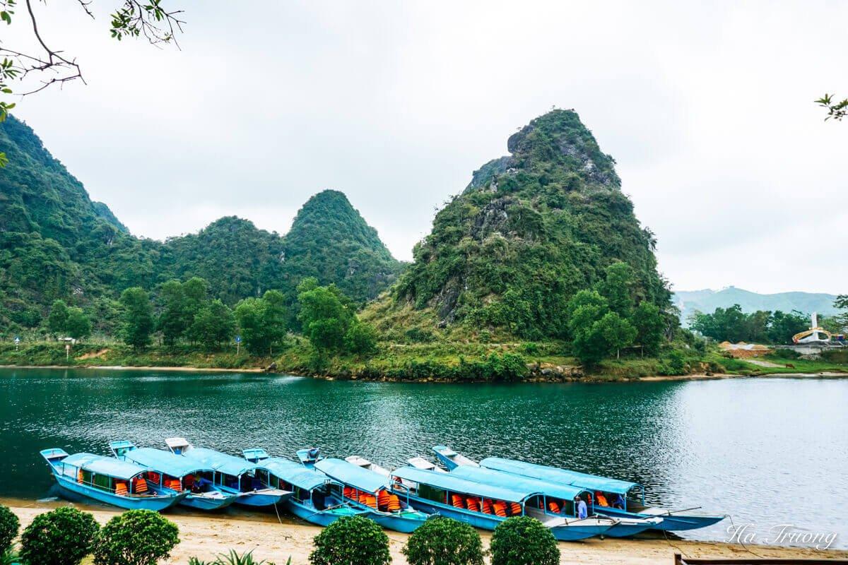 Phong Nha cave Vietnam boat