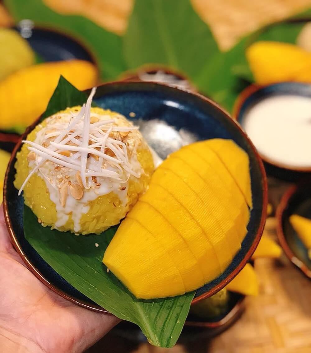 Thai mango rice desserts
