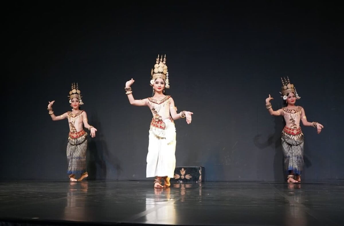 things to do in Phnom Penh Cambodian dance