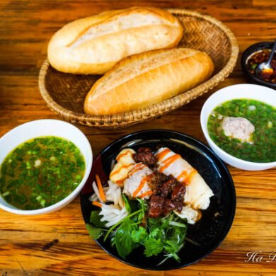 Banh mi xiu mai Da Lat food Vietnam