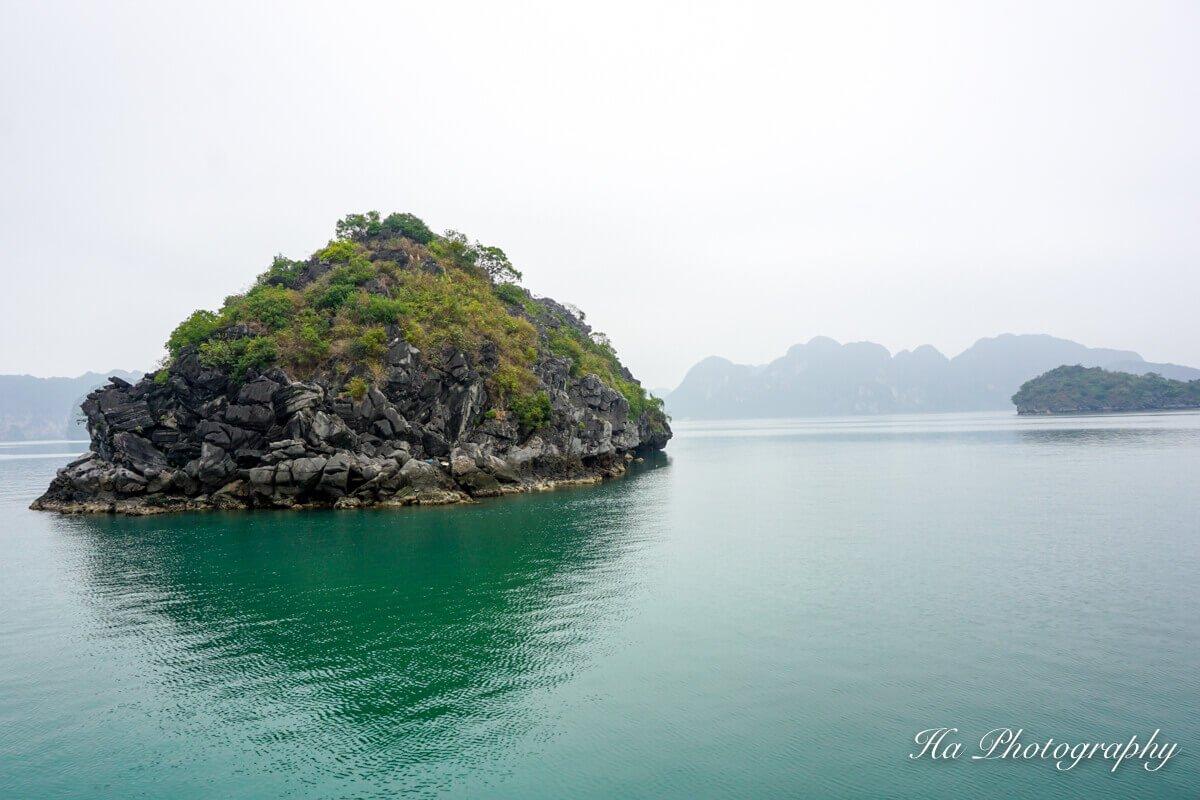 Lan Ha Bay Vietnam island