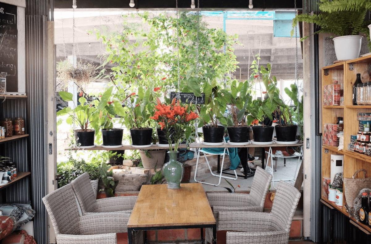 Anna coffee house work Da Lat vietnam