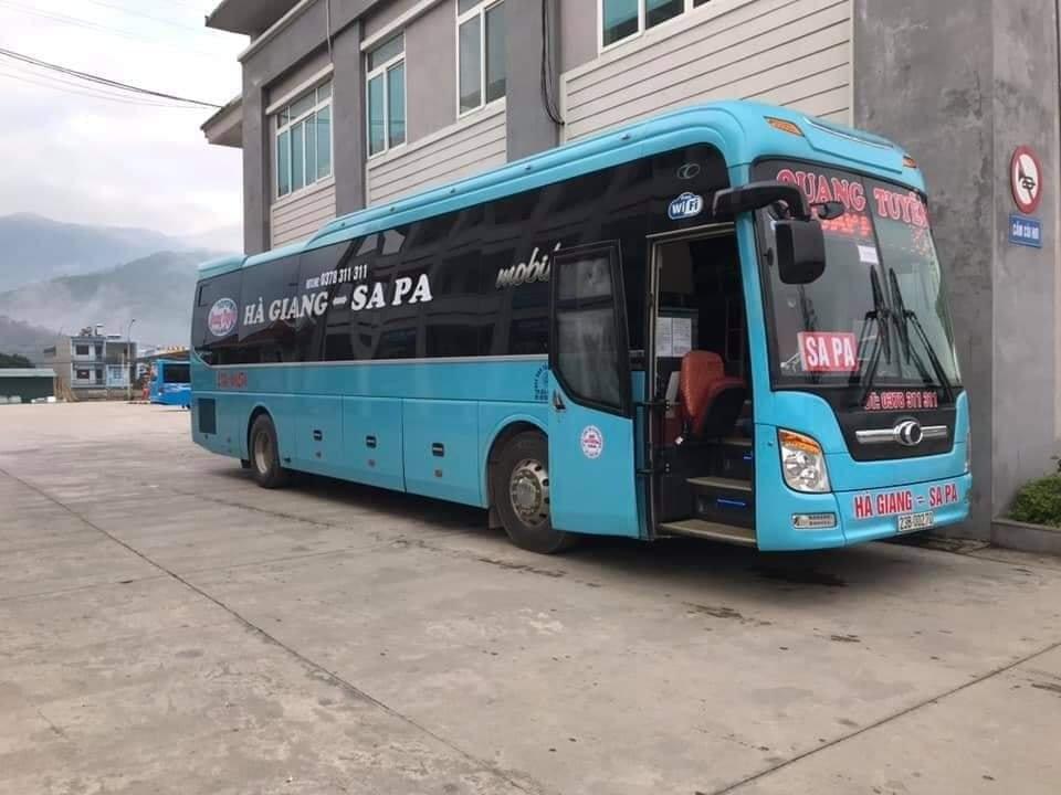 Quang Tuyen bus Ha Giang Sapa Vietnam.