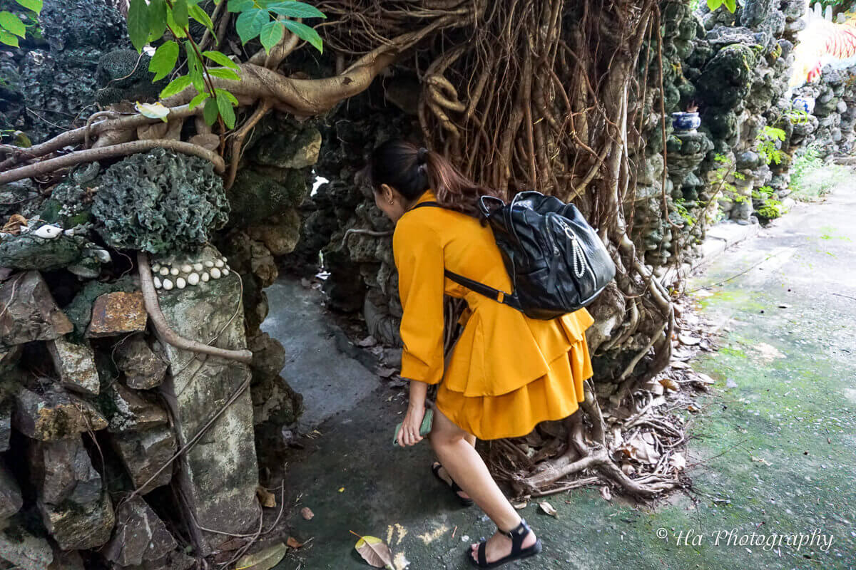 Tu Van pagoda hell gate Vietnam