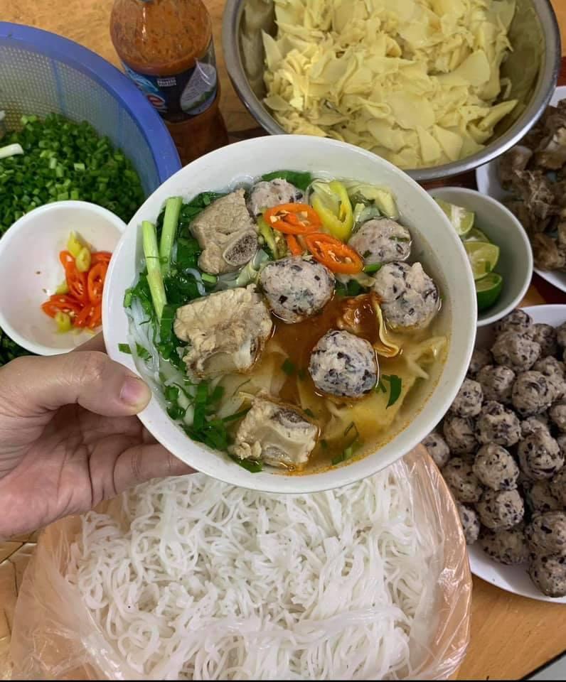 Bun moc vietnamese food.
