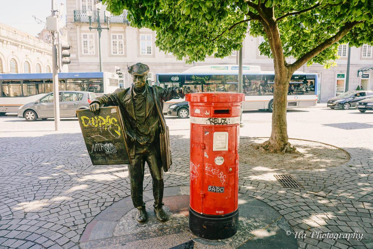 Porto newspaper statue.