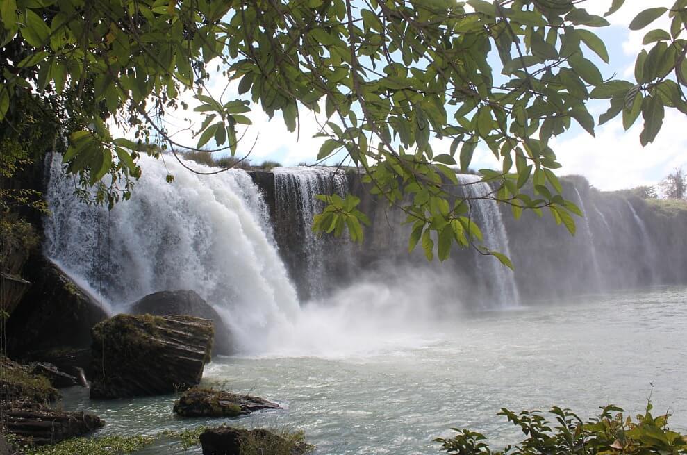 dray nur waterfall vietnam.