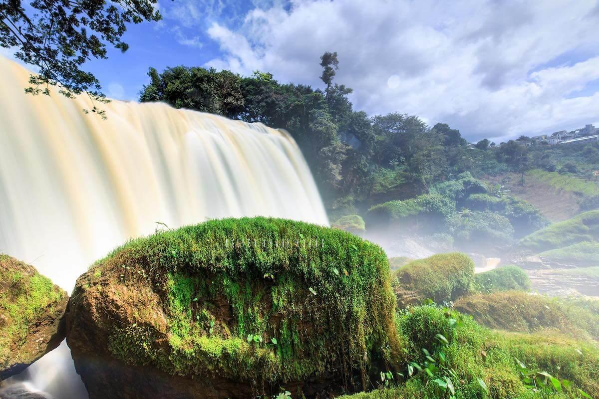 elephant waterfall vietnam.
