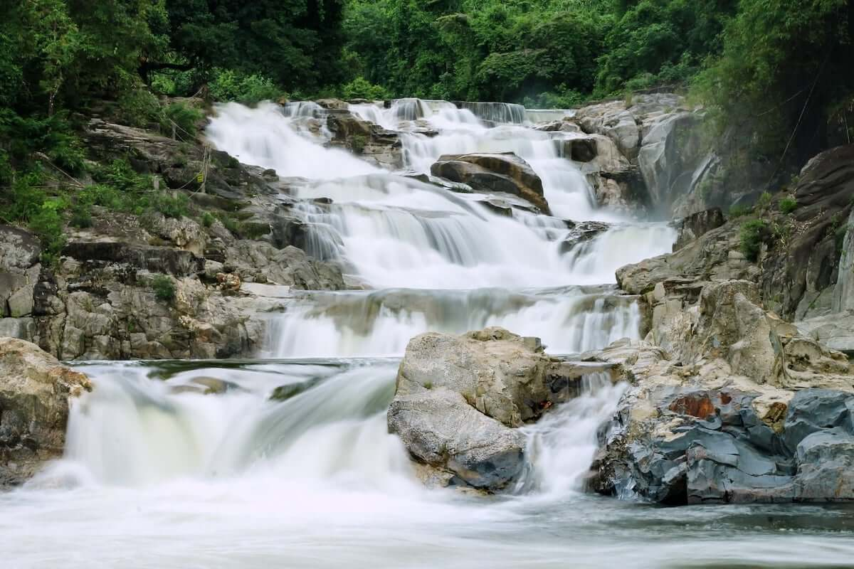 yang bay waterfall vietnam.